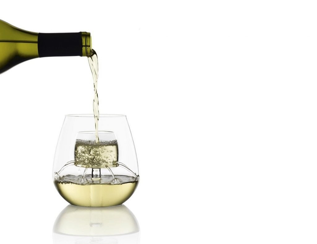 wine glass with built in aerator